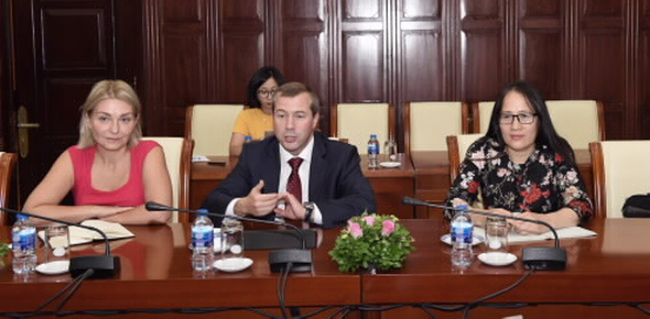 The IBEC delegation meets with the management of the State Bank of Vietnam (SBV)